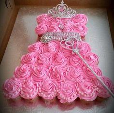 6-year-old-little-girl-birthday-party-ideas-4.jpg (640×632) Princess Party Cupcakes, Pink Cupcakes, Princess Cupcake Dress, Wedding Dress Cupcakes, Princess Theme Party, Cupcake Cakes, Pink Princess, Amazing Wedding Dress, Elsa Torte