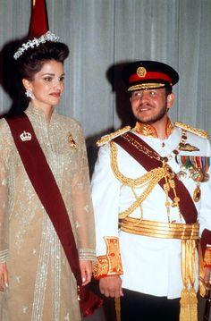 Rania de Jordania luce el mismo vestido de su coronación en su décimo aniversario de su llegada al trono - Foto 5