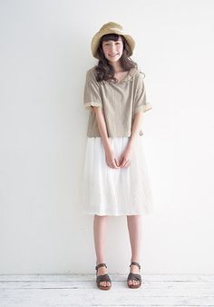Simple cosy style. White skirt or dress. Beige oversized top with lace trims and Peter Pan collar. Straw hat sandals. Mori girl. Mori kei. Natural kei.