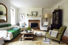 Un departamento en un edificio de 1924 ubicado en el distrito histórico de Jackson Heights, New York, fue recuperado y ambientado con mueble...
