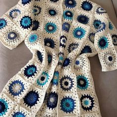Crochet Coat, Crochet Cardigan Pattern, Crochet Jacket, Crochet Clothes, Crochet Patterns, Crochet Sweaters, Granny Square Projects, Crochet Blocks, Poncho