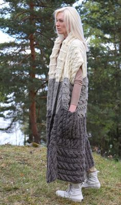 Hand knitted long chunky vest with by IlzeOfNorway Crochet Coat, Knitted Poncho, Crochet Cardigan, Knitwear Fashion, Knit Fashion, Look Fashion, Poncho Knitting Patterns, Knit Patterns, Hand Knitting