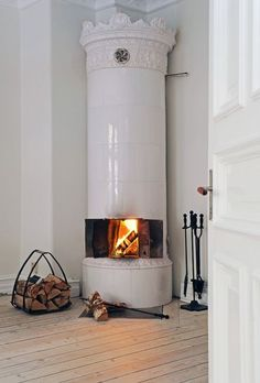 White Fireplace and White Wash Floors. MMmmmmmmm......