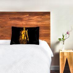 Du legst dich ins Bett und kuschelst dich in ein Kissen mit eurem Aktfoto. Das Kissen unter deinem Kopf zeigt deinen Partner. Golden Time, Partner, Furniture, Home Decor, Bed, Pillows, Nice Asses, Decoration Home, Room Decor