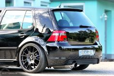 Golf 4 – schwarz in schwarz - Deportes Volkswagen Golf Mk1, Vw Mk1, Golf 4, Jetta Mk5, Vw Passat, Vw Pointer, Golf Mk4 R32, Golf Tattoo, Club Face