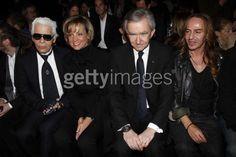 2007年のカール・ラガーフェルド(Karl Lagerfeld)氏は、ディオールのコレクションを見に行ってる姿があるのですが、その隣には、ルイヴィトンの総裁のベルナール・アルノー氏に、ジョン・ガリアーノ! う~~~ん、豪華。。。