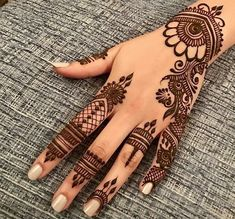 Mehndi henna designs are always searchable by Pakistani women and girls. Women, girls and also kids apply henna on their hands, feet and also on neck to look more gorgeous and traditional. Henna Tattoo Designs Simple, Finger Henna Designs, Simple Arabic Mehndi Designs, Mehndi Designs For Beginners, Modern Mehndi Designs, Mehndi Designs For Girls, Mehndi Design Photos, Mehndi Designs For Fingers, Beautiful Henna Designs