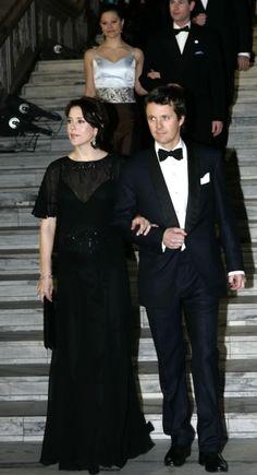 Pour la premiere journée des festivités des 70 ans du roi Harald, en fevrier 2007, les membres du gotha present ont assisté à une soiree de gala au City Hall d'Oslo !  Mary et ...