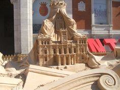 ESCULTURA DE ARENA que conmemora los 100 años de la construcción de la actual Casa consistorial. Concurso de esculturas de arena de junio de 2008