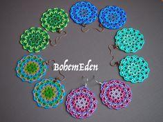 beadweaving tutorial: Seed bead mandala earrings or por BohemEden Seed Bead Earrings, Beaded Earrings, Seed Beads, Beaded Jewelry, Crochet Earrings, Jewellery, Beading Projects, Beading Tutorials, Beading Patterns