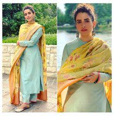 Salwar Designs, Plain Kurti Designs, Silk Kurti Designs, Kurta Designs Women, Kurti Designs Party Wear, Blouse Designs, Indian Fashion Dresses, Dress Indian Style, Indian Outfits