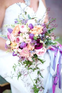 Your wedding dress, shoes, hair accessories are all right. Now, it's time to choose a bridal bouquet to complete your wedding dress! Purple Wedding Bouquets, Spring Wedding Colors, Lilac Wedding, Bride Bouquets, Floral Wedding, Wedding Flowers, Trendy Wedding, Wedding Summer, Spring Colors