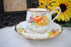 Royal Albert Vintage y platillo teacup con amarillo y naranja rosas, desde la década de 40-