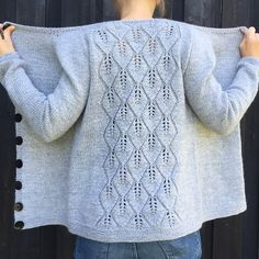 Ravelry: Falling Cardigan / Falling Leaves Cardigan pattern by Strikkelisa - knitting Sweater Knitting Patterns, Cardigan Pattern, Knitting Stitches, Knitting Designs, Knit Patterns, Knitting Tutorials, Stitch Patterns, Summer Knitting, Easy Knitting