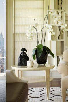 Click to Visit our Blog and discover how to style coffee and side tables like a designer! #chandelier #bocadolobo #interiordesign #luxurylifestyle #homedecor #interiorvibes #luxurydiningroom #dining_room #brabbu #lightingideas #luxurychandelier #diningtabe #suspentionlamp #bathroom #brabbu #maisonvalentina #versace #insplosion #luxurylivinggroup # #lightingdesign #architecture #housedecoration #homedesign #bestinteriordesign #lightingideas #luxurydesign #fendi #hermes #fendicasa Top Interior Designers, Luxury Interior Design, Best Interior, Palm Beach, Coffee Table Inspiration, Furniture Inspiration, Luxury Dining Room, Interior Design Magazine, Coffee Table Design