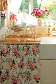 Cortina na pia da cozinha.