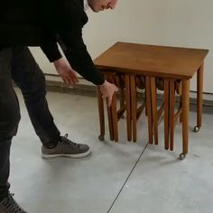 diy furniture videos Bu inanlmaz derecede ok ynl o - diyfurniture Folding Furniture, Compact Furniture, Smart Furniture, Space Saving Furniture, Home Decor Furniture, Wood Furniture, Furniture Design, Wood Folding Table, Furniture Assembly