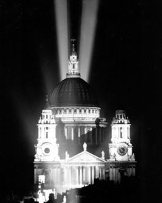 WWII VE DAY LONDON ST. PAULS Picture at U.S. Military Photo Store