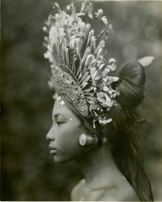 Seen this one before someplace else, probably on Tribe. Love the headdress. Since Tribal is friendly towards the fusing of various sorts, pairing vintage headdresses with vintage 20's and 30's era makeup/styling is pretty sweet. #ideas #Balinese #djanger