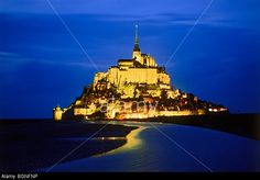 le-mont-saint-michel-at-the-mouth-of-the-couesnon-river-near-avranches-BGNFNP.jpg (640×447)