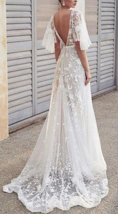 anna campbell 2019 bridal half handkerchief sleeves v neck full embellishment romantic pretty soft a line wedding dress blackess open back sweep train bv Anna Campbell 2019 Wedding Dresses Wedding Inspirasi Wedding Dress Train, Cute Wedding Dress, Applique Wedding Dress, Best Wedding Dresses, Wedding Gowns, Hippie Wedding Dresses, Tulle Wedding, Boho Beach Wedding Dress, Wedding Venues
