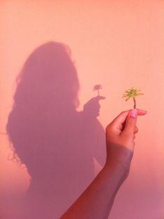 ✨Pinterest:Kubra Yousuf✨ Shadow Pics, Girl Shadow, Shadow Pictures, Imitando Fotos Tumblr, Foto Tumblr Sola, Girl Photography, Shadow Photography, Creative Photography, Instagram Aesthetic Ideas