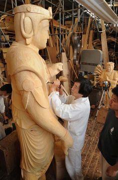 Japanese sculptor of Buddha statues, Myokei Matsumoto at his workshop 松本明慶