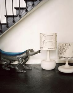 Maison Darre Crocodile bench and lamps dressed with Maison Darre Metamorph'Os wallpaper