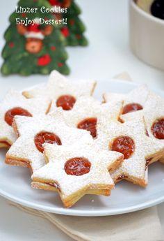 Biscuiti Linzer - Linzer cookies Gingerbread Cookies, Christmas Cookies, Linzer Cookies, Biscotti, Waffles, Sweet Treats, Good Food, Gem, Food And Drink