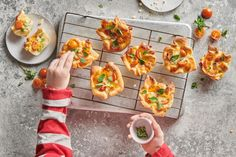 Kindergeburtstag-Pizza-Muffins - Rezepte | little FOOBY Mozzarella Sticks, Bruschetta, Fresh Rolls, Tacos, Mexican, Ethnic Recipes, Food, Kid Cooking, Kid Recipes