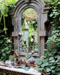 Flesh out the loveliness of your green space with the presence of garden mirrors. Having a courtyard with a tiny garden? Flesh out the loveliness of your green space with the presence of garden mirrors. Dream Garden, Garden Art, Home And Garden, Garden Nook, Garden Bedroom, Garden Birds, Unique Gardens, Beautiful Gardens, Magical Gardens