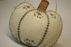ru / Photo # 14 - Ideas of felt - Moldes Halloween, Halloween Crafts, Halloween Felt, Felt Halloween Ornaments, Felt Embroidery, Felt Applique, Fall Sewing, Autumn Crafts, Fall Felt Crafts