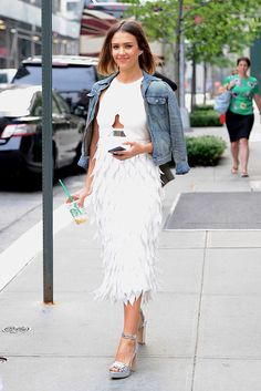 Only Jessica could pull off this feathered look and look *flawless* while doing so.