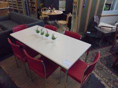 Tisch mit Stühle bei HIOB Thun http://hiob.ch/schnaeppchen/tisch-mit-stuehle-2 #Schnäppchen #Trouvaille