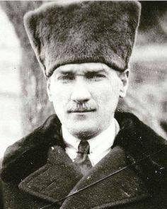 Mustafa Kemal Ataturk, first president of the Republic of Turkiye. Ataturk fought hard to make Turkiye a secular democratic modern nation. Ottoman Turks, Turkish Army, Super Sport Cars, Fathers Love, Great Leaders, Ottoman Empire, Historical Pictures, World History, Retro