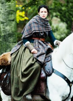 Jamie & Claire from the Outlander series Outlander Season 2, Outlander Series, Outlander Knitting Patterns, Scottish Clothing, Scottish Warrior, John Bell, Dragonfly In Amber, Claire Fraser, Caitriona Balfe