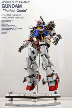 PG 1/60 RX-78-2 Gundam 'Open Hatch' - Customized Build     Modeled by Acoustics