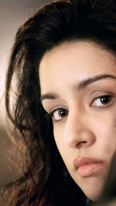 Indien Movie's Actress Shraddha Kapoor Biography and Lifestyle Shraddha Kapoor Saree, Deepika Padukone, Priyanka Chopra, Bollywood Actress Hot Photos, Beautiful Bollywood Actress, Beautiful Girl Indian, Most Beautiful Indian Actress, Sraddha Kapoor, Ranbir Kapoor