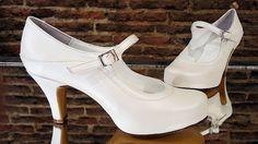 Zapatos de novia en blanco roto. Este es uno de los modelos que vinieron nuevos.