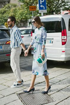 キレイな発色のドレスワンピース。 ◇キレイめ系タイプのファッション スタイルのコーデ アイデア ◇