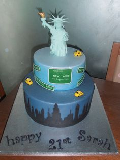 New York Themed Cake on Cake Central Nyc Cake, City Cake, New York Kuchen, 9th Birthday Parties, 7th Birthday, Birthday Cakes, New York Theme Party, New York Cake, Going Away Parties