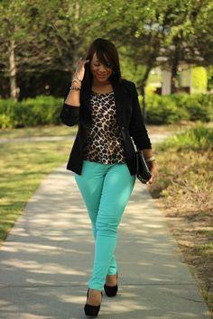 plus size fashion. Love the color pant!