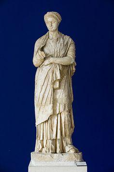 statue de l'impératrice Sabine, musée municipal, Vaison-la-Romaine
