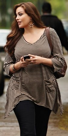 Fashionista: Beautiful Lady in Plus Size street style