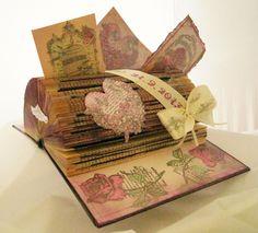 Altered book als geldgeschenk zur hochzeit links ist ein umschlag in den das geld hinein kommt - Geldgeschenk vintage ...