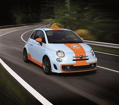 Sempre acho que qualquer carro mais esportivo fica bem com a pintura de corrida da Gulf, veja este exemplo de um Abarth 500
