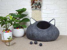 Grey Felted Cat Cave, Felt Cat Bed, Grey Pet Bed, Wool Cat Pod, Cosy Cat Cocoon, Cat Den, Cat House, Kitty Cave