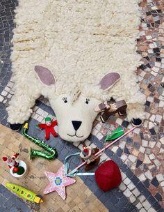 Doux et rigolo Christmas Ornaments, Holiday Decor, Home Decor, Toys, Decoration Home, Room Decor, Christmas Jewelry, Christmas Decorations, Home Interior Design