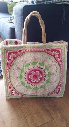 Recovered jute tote with Sofie by: Yvonne Gerichhausen