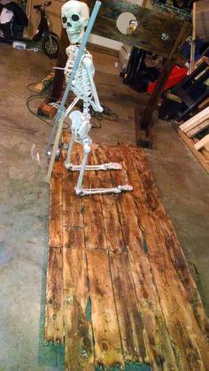 Motorized skeleton rowing raft